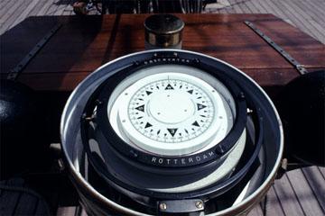 海の写真のボルボックス・写真カタログ 各種船・計器・漁業 船の計器 羅針盤