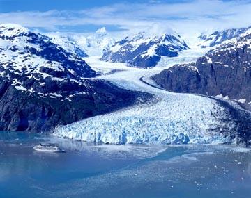 Ƶ�の写真のボルボックス・写真カタログ Ƴ�・水平線・氷山 Ã�ィヨルド・氷河 Â�レーシャーベイの氷河と客船